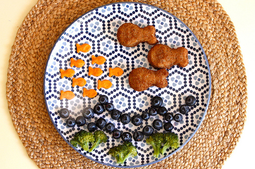 What kid wouldn't like this goldfish lunch by We All Have Aars?