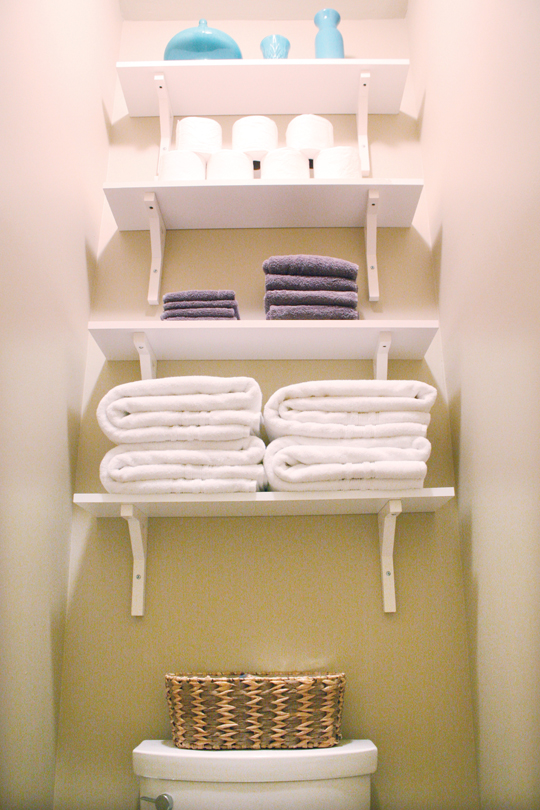 Bathroom shelves for extra storage | House Mix