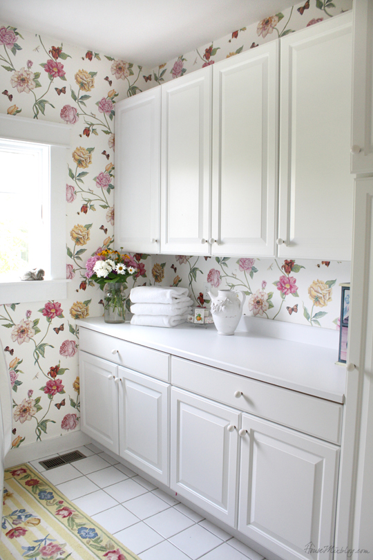Country House Floral Laundry Room House Mix