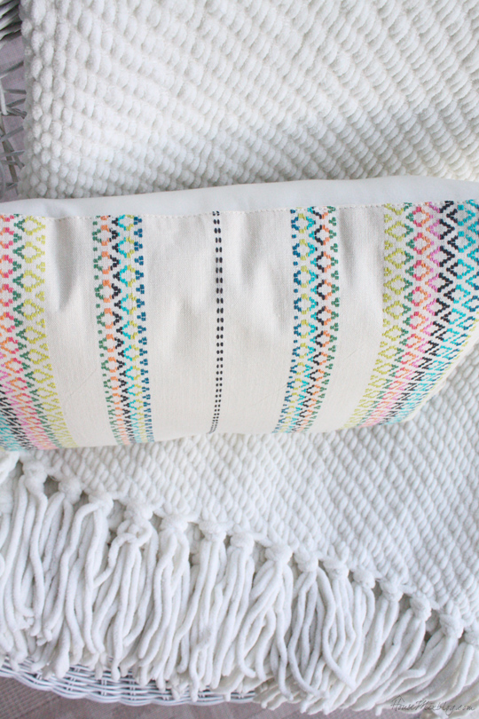 Make a placemat into a pillow in 20 minutes without a sewing machine