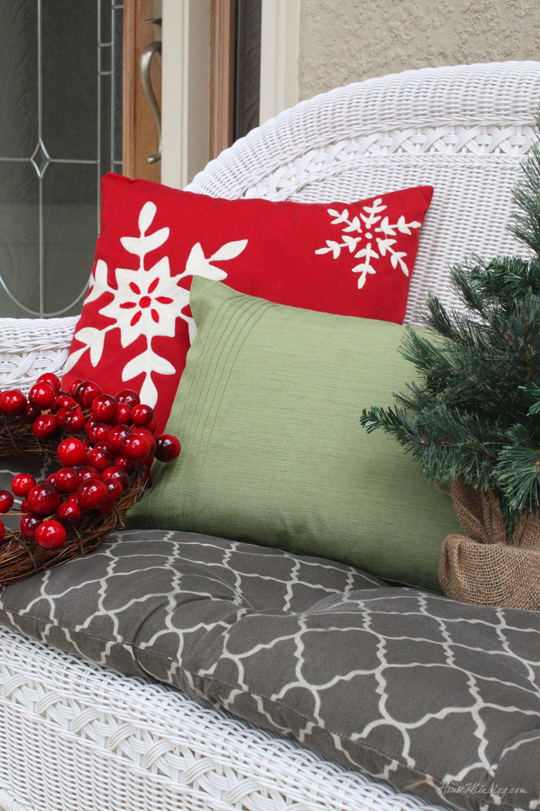 DIY Christmas pillow from a $5 placemat