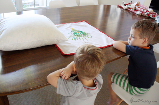 How to make a handprint pillow from napkins