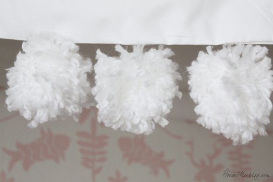 DIY large pom poms from yarn