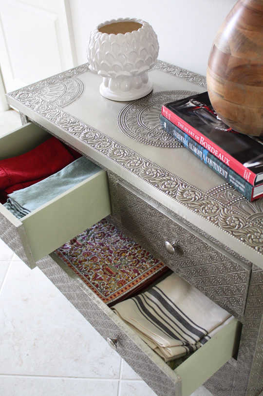 Entryway dresser that can hold table linens