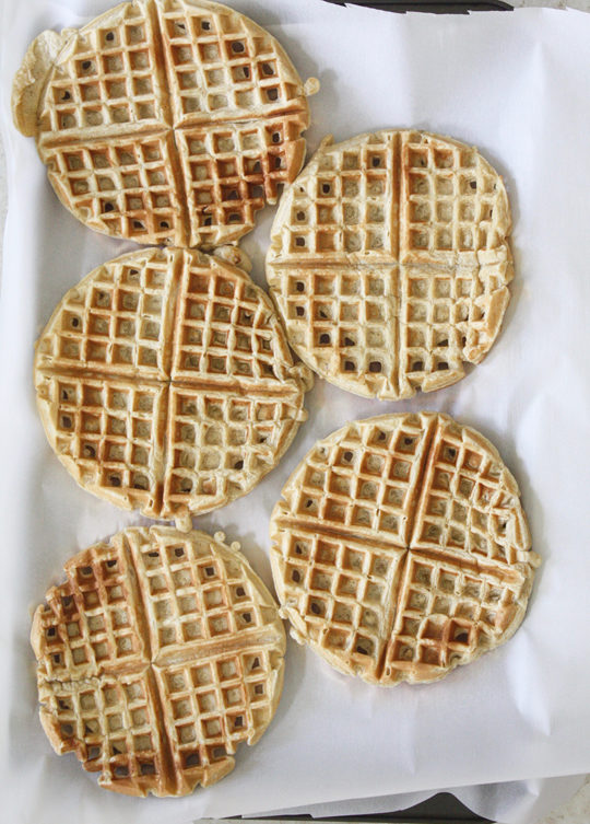 Easy and healthy applesauce waffles to freeze