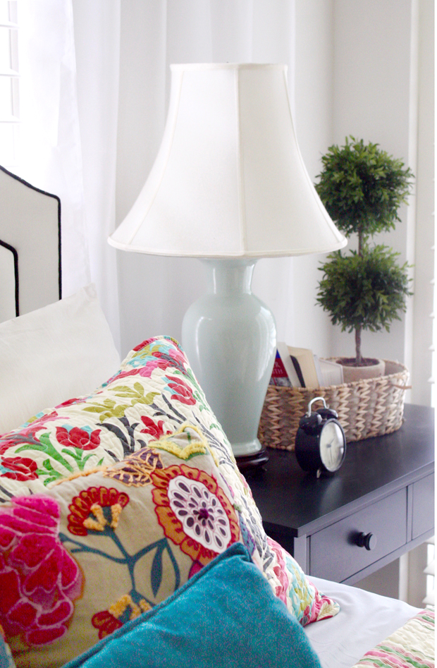 nightstand-styling-with-a-pop-of-color