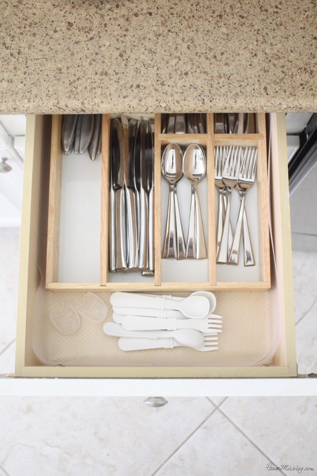 Neutral kid utensils and dishes