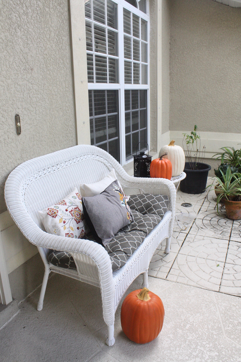 Fall front door and settee