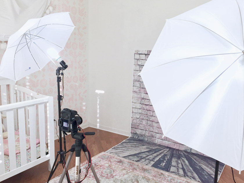 Using an easy-to-take-down home photo studio in a bedroom