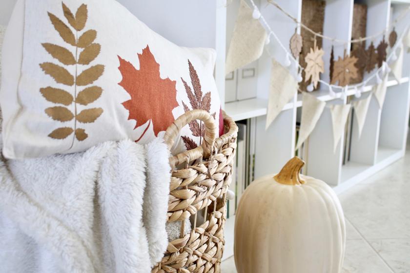 Simple fall decor - fall pillows
