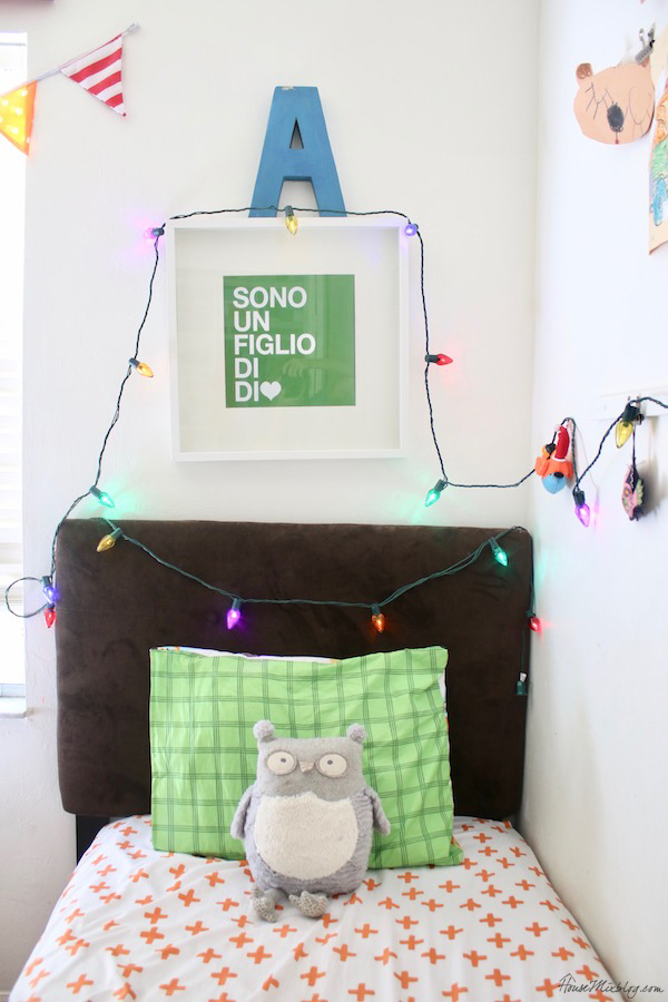 Advent activity calendar - christmas lights in the kids rooms