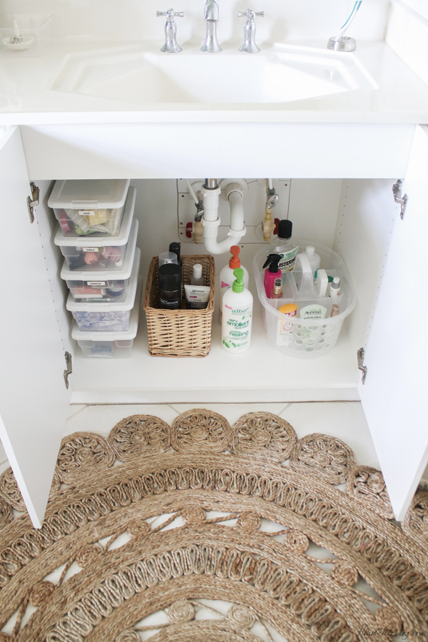 Minimalist bathroom organization and tips - cheap organizing ideas