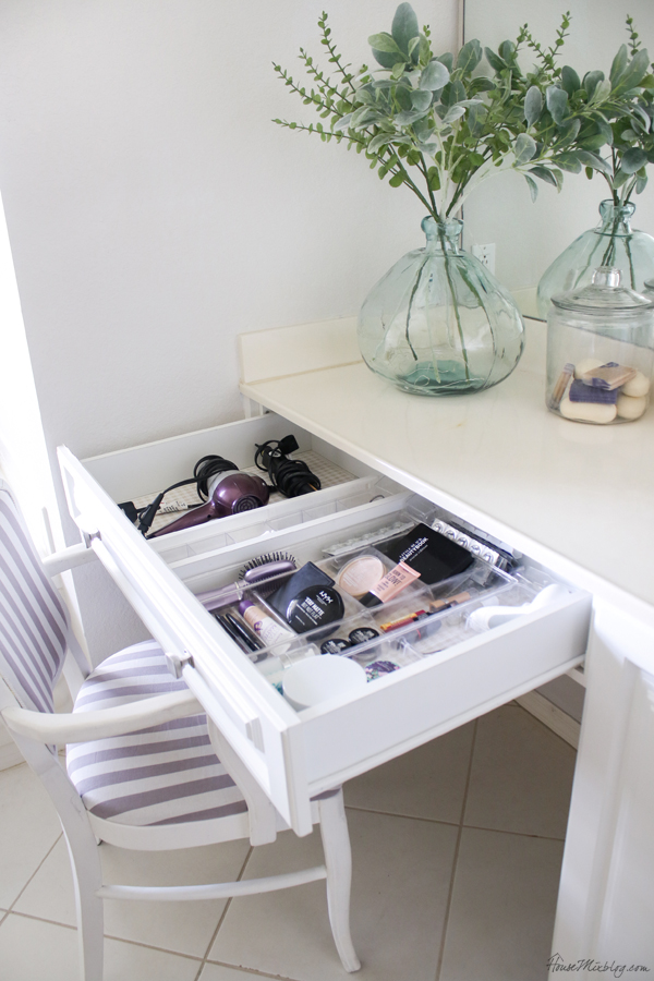 Minimalist bathroom ideas - makeup organization