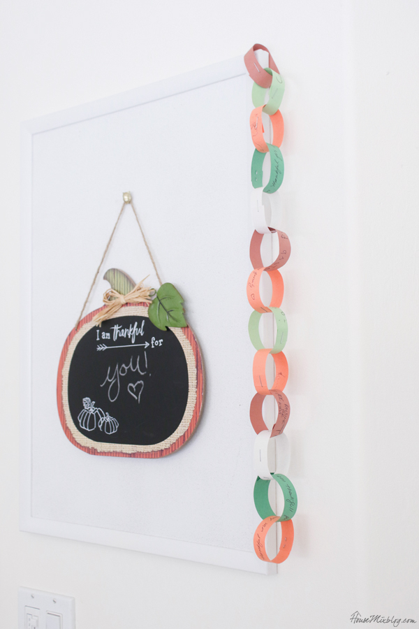 Thanksgiving crafts for family - a thankful chain for a month of gratefulness