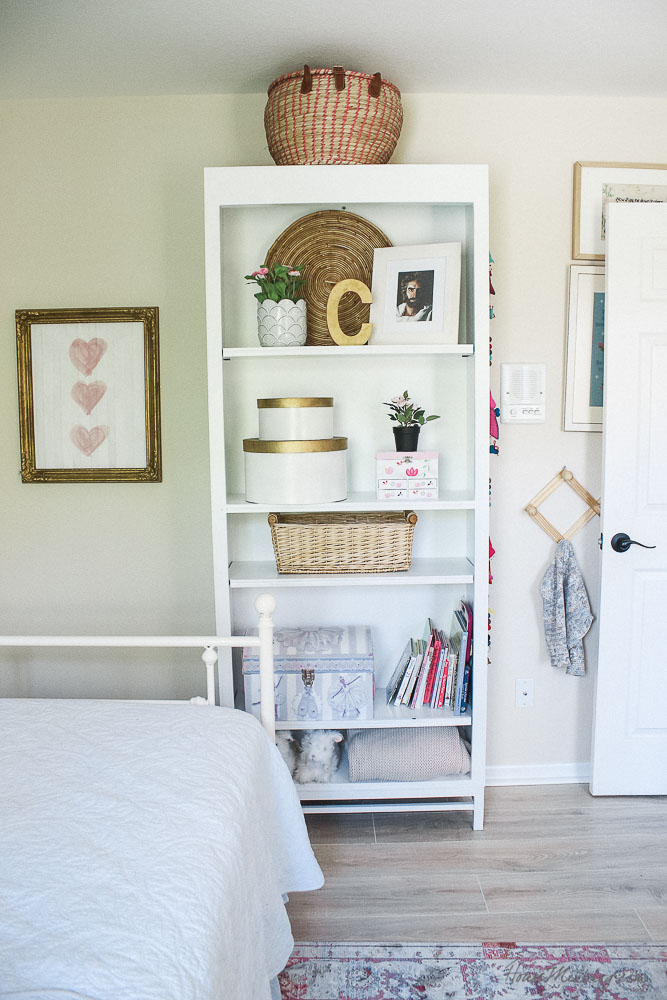 Girls room ideas - bookshelf styling