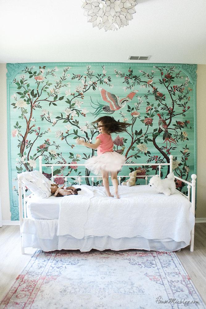 Framed green garden mural in girl\'s room | House Mix