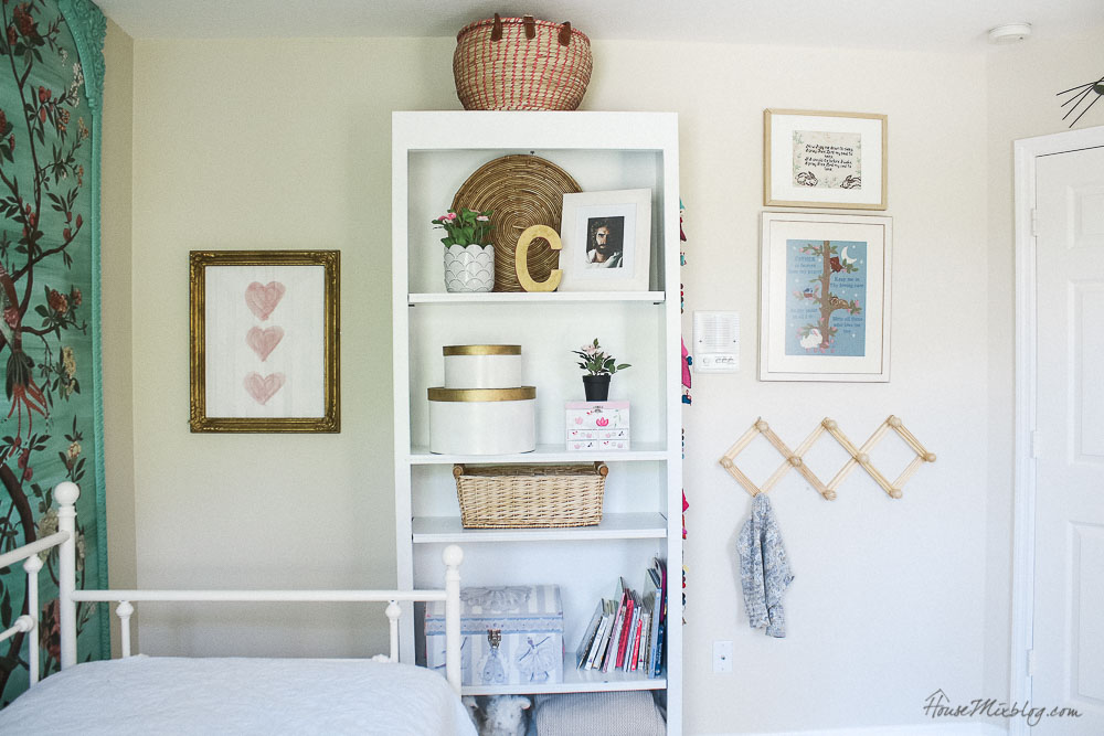 Kid room shelf styling - girls room ideas