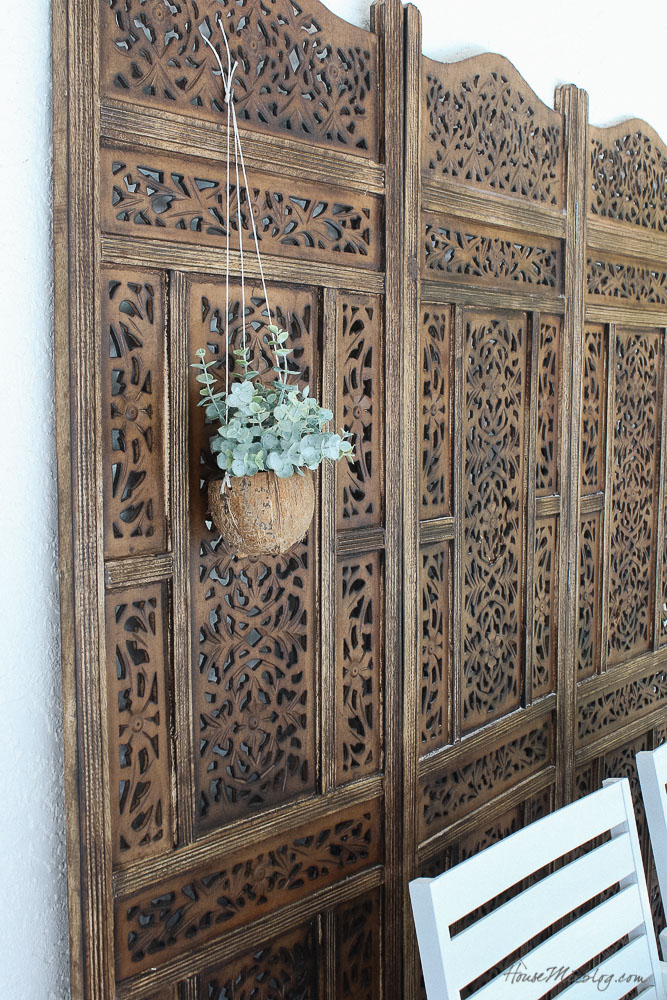 Patio, pool and lanai decor ideas on a budget-wooden screen helps with blank wall