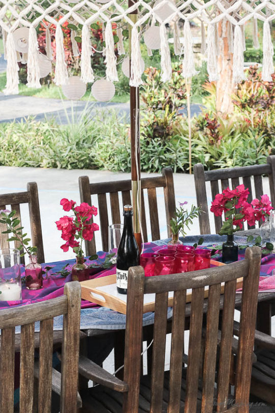 Table setting outside - Outdoor dining in hot pink and purple-moraccan inspired