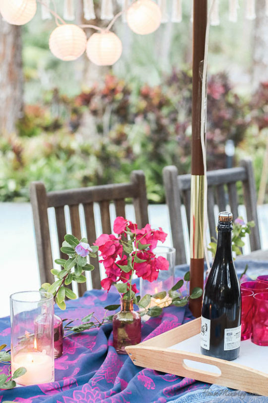 Table setting outside - Outdoor dining in hot pink and purple- moraccan inspired dining outside