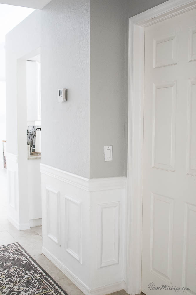 The easiest wainscoting - moulding and chair rail tutorial DIY