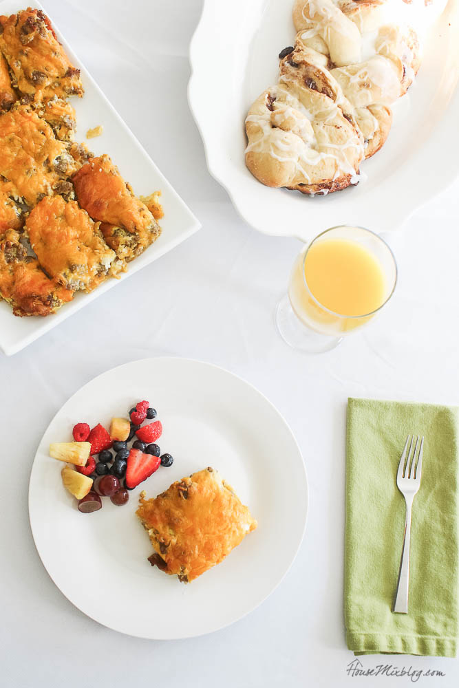 Best, simple breakfast casserole recipe ever - Christmas, brunch, breakfast dishes, recipe ideas, crescent rolls, family traditions