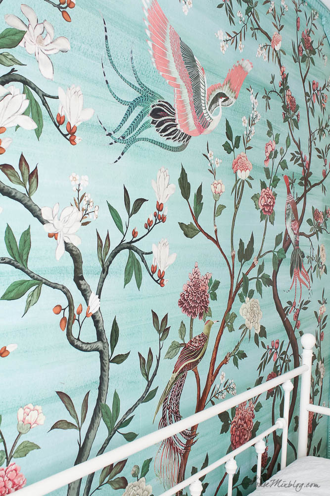 Girls bedroom with green garden chinoiserie mural