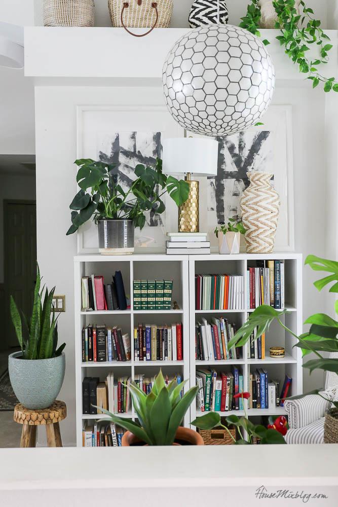 Reading nook shelfie - Tips to style shelves - How to style a ledge shelf - capiz chandelier light fixture, plants