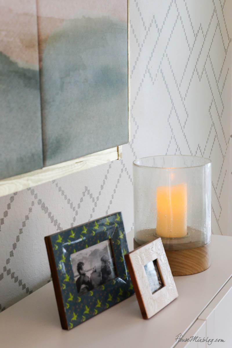 8 cozy lighting ideas - batter operated candles on a timer