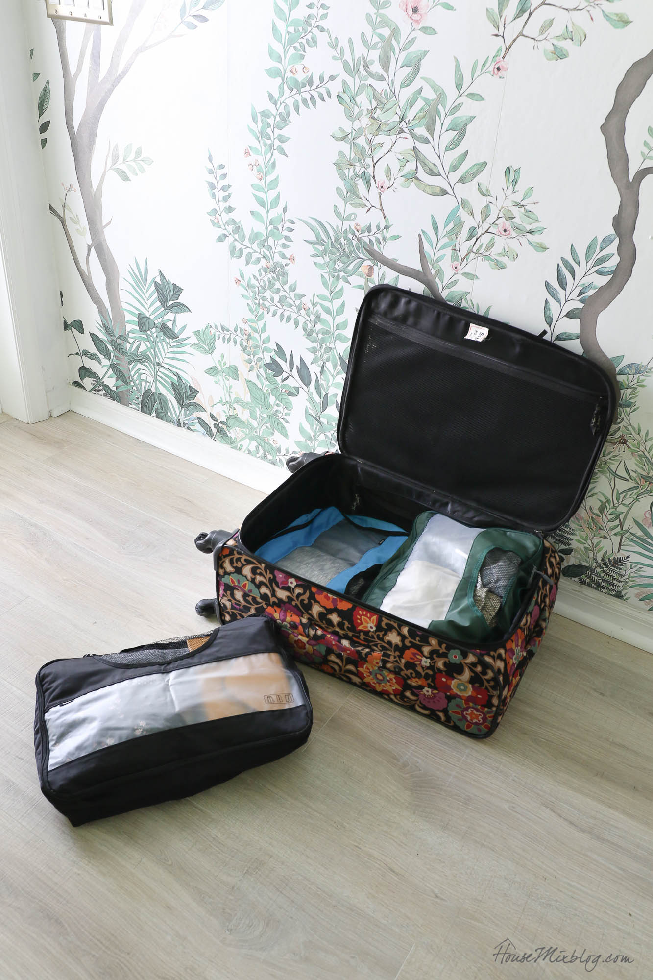 Packing hacks and printable travel checklists - packing cubes